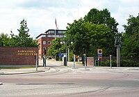 Karolinska Institutet, infart från Solnavägen 20060723.jpg