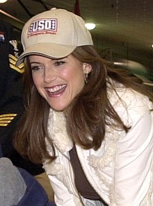 Kelly Preston Navy 2005 (cropped).jpg