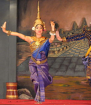 Sampot - A depiction of a traditional Khmer dancer wearing a sampot charabap.