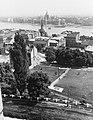 Kilátás a Halászbástyáról a Vízivárosra az elbontott Kossuth híd pilléreivel, előtérben a Szeder lépcső. Fortepan 27413.jpg