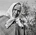Kovačič Marija, Martinja vas, stara 81 let, v svoji poročni obleki (l. 1894), na glavi ima pečko svoje matere 1951.jpg