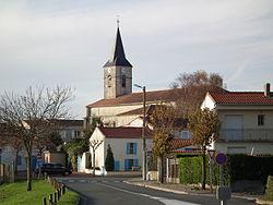 L'église et le centre d'Arvert.JPG