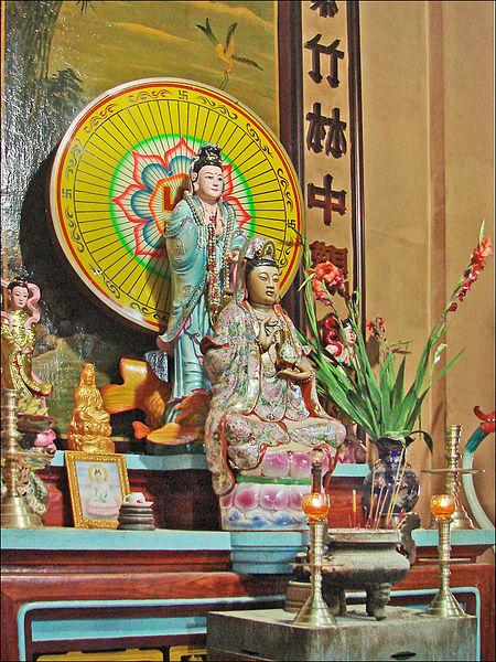 450px-La_pagode_Tay_An_%28Chau_Doc%2C_Vi