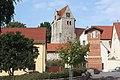 Landsberg (Saalekreis), die Kirche St.Nicolai und die Transformatorenstation.jpg