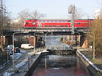 Landwehr Canal - Lower lock and Stadtbahn bridge