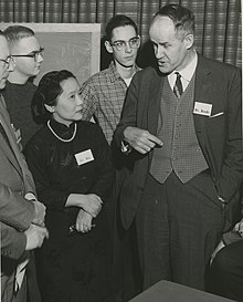 Left to right Chien-shiung Wu (1912-1997) and Dr. Brode (6891734435).jpg