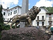 Leone di bronzo in Piazza.jpg