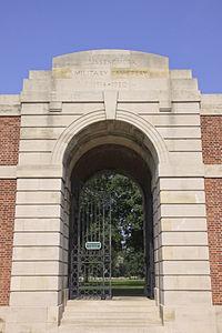Lijssenthoek Military Cemetery. Toeganspoort.JPG