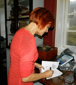 Lisbeth Nebelong signing her book.JPG