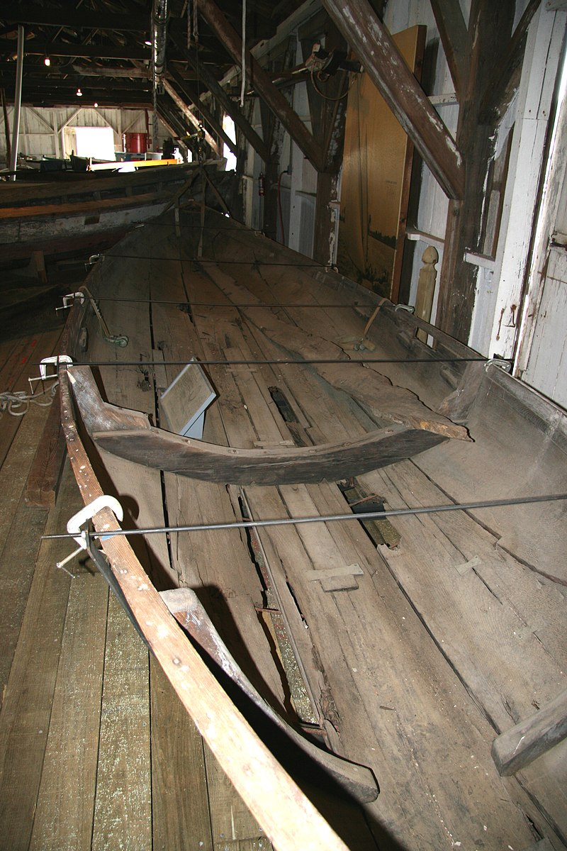 [Imagen: 800px-Log_canoe_at_Chesapeake_Bay_Maritime_Museum.jpg]