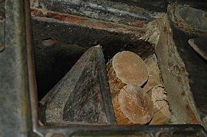 Verla - Image: Logs in grinder