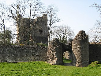 Longtown, Herefordshire - Motte and round keep with gatehouse in front