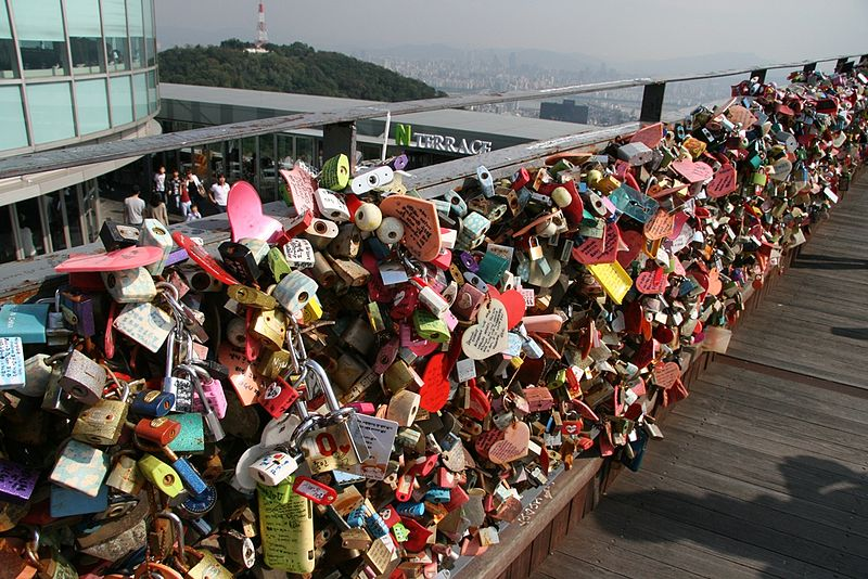 File:Love padlocks N Seoul Tower.JPG
