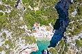 Luftbild vom Strand Stiniva auf der Insel Vis in Kroatien (48608288783).jpg