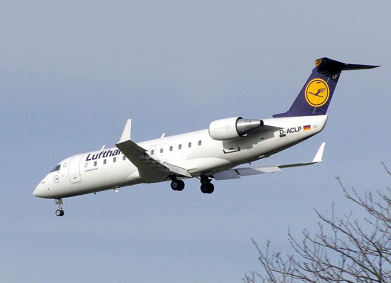 800px-Lufthansa.crj-100.d-aclp.arp