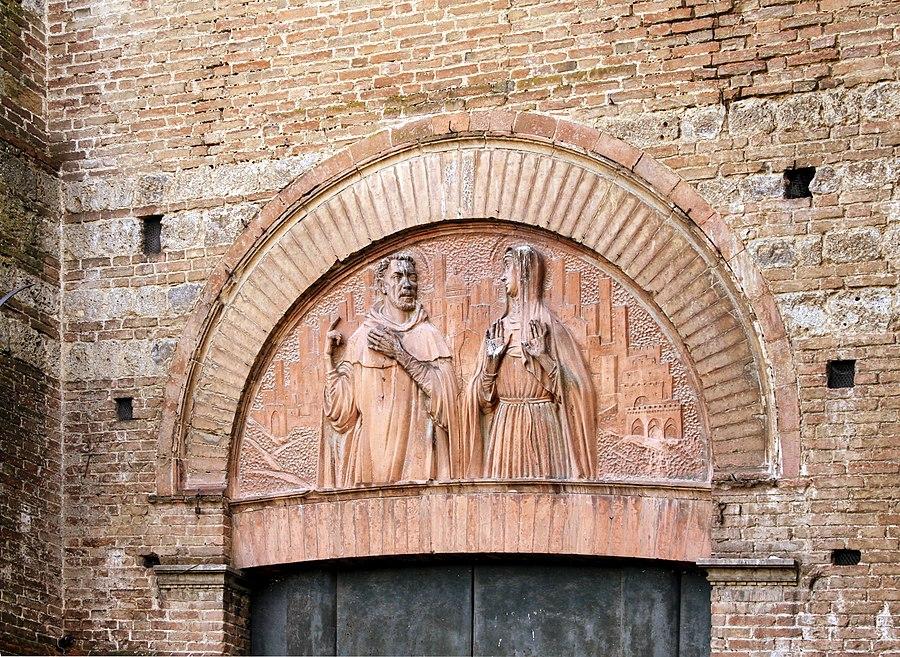 Lunette of the left portal - Facade of San Domenico - Siena 2016