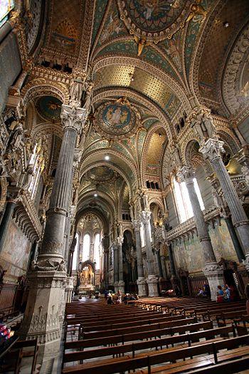 English: Interior of the Basilique Notre Dame ...