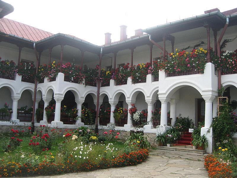 File:Mănăstirea Agapia29.jpg