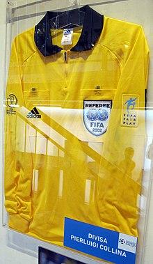 Maglia indossata da Collina per il mondiale nippo-coreano del 2002. (Museo del calcio, Coverciano)