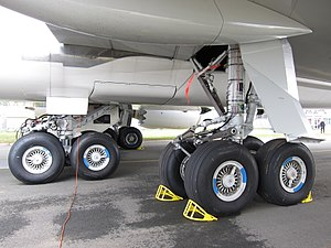 Boeing 747-8 - The 747-8 landing gear configuration is the same as on earlier 747 versions