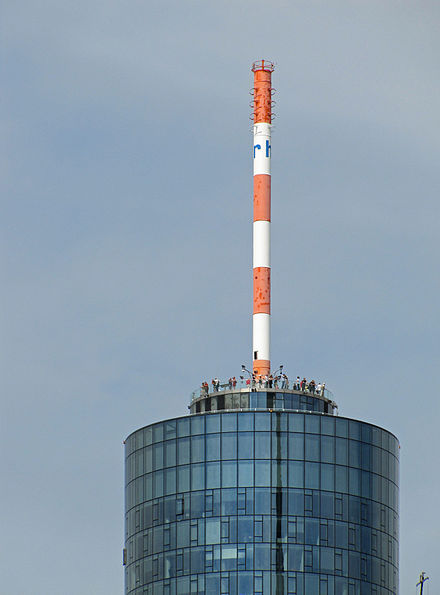 Upper section of the Main Tower with a public observation deck at 200 metres Maintower-spitze-005.jpg