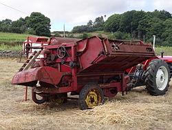 Malladora conectada tractor-Festa Malla Doade 2015.JPG