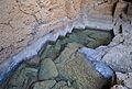 Marques de l'extracció dels blocs de tosca, cova Tallada.JPG