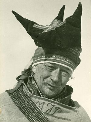 Elisabeth Meyer (photographer) - Image: Mattis Johansen Pentha har i ca. 60 år loset posten fram over Finnmarksvidda i kamp mot storm og varg