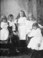 Maurice Duplessis et ses soeurs.png