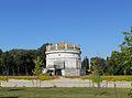 Mausoleo di Teodorico dal parco.JPG