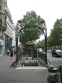 Metropolitain entrance to Metro.jpg