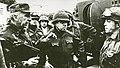 Militares argentinos después de la toma de las islas Malvinas.jpg