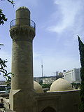 Minaret of mosque shirvanshahs palace(old-city) baku azerbaijan.jpg