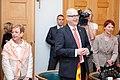 Ministru prezidents Valdis Dombrovskis tiekas ar Vācijas Šlēzvigas – Holšteinas federālās zemes premjerministru Torstenu Albigu (8715933947).jpg