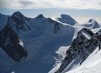 Dufourspitze - Monte Rosa from Liskamm: Dufourspitze (left), Zumsteinspitze, Signalkuppe and Parrotspitze (right)