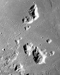Montes Harbinger AS15-M-2743.jpg