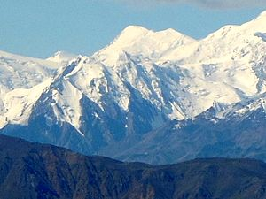 Mountain peaks of Canada - Image: Mount Lucania 1000x 750