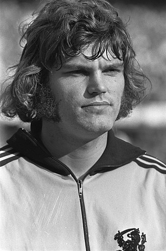 Barry Hulshoff - Image: Nederland tegen Oost Duitsland 3 2, nr 7 Strik, kop, nr 8 Hulshoff, kop, Bestanddeelnr 925 0350