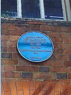 Photo of Neville Duke blue plaque