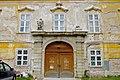 Obersiebenbrunn Schloß Portal.jpg