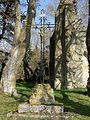 Orrouy (60), calvaire près de la ruine de la chapelle romane de Champlieu.jpg