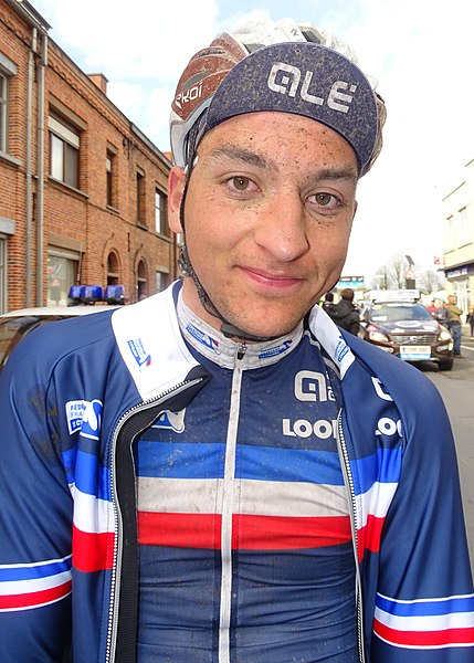 Reportage réalisé le samedi 11 avril à l'occasion du départ et de l'arrivée du Tour des Flandres espoirs 2015 à Audenarde, Belgique.
