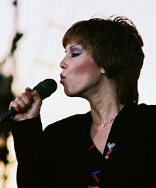 Benatar performing in 2007