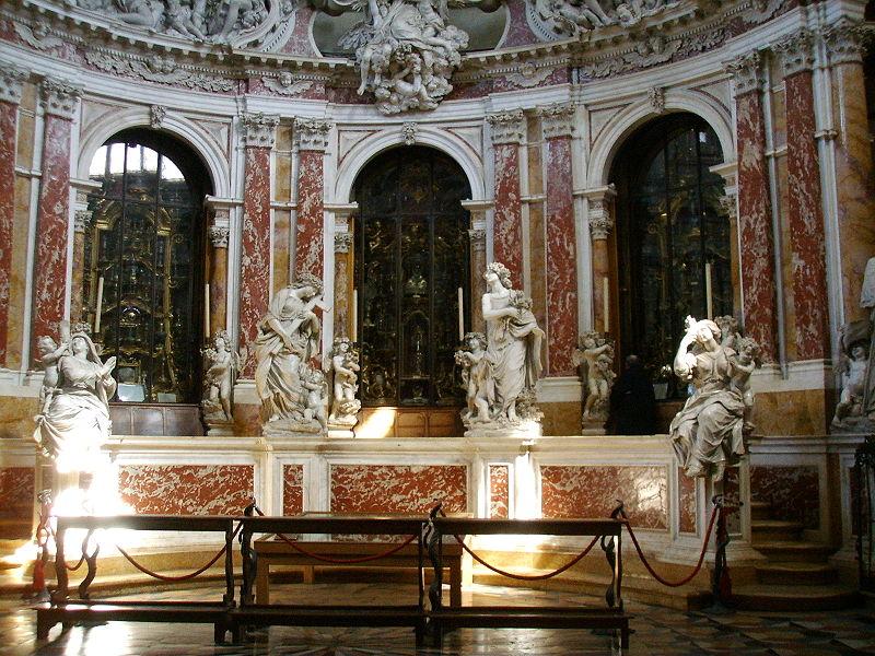 Базилика Святого в Падуе Базилика Святого в Падуе 800px Padova 2C basilica del santo 2C cappella delle reliquie 02