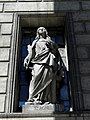 Paris (75008) Église de la Madeleine Extérieur Statue 13.JPG