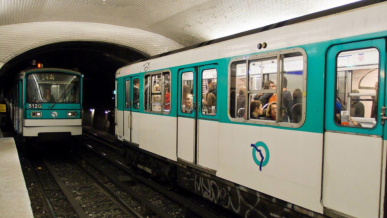 fil paris metro republique station 8 october 2011 wikipedia. Black Bedroom Furniture Sets. Home Design Ideas