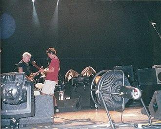 Binaural Tour - Image: Pearl Jam DC2000 3