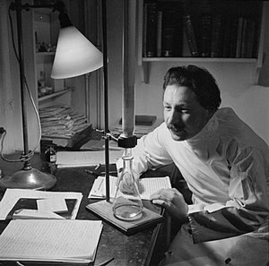 Ernst Boris Chain - Dr Ernest Chain undertakes an experiment in his office at the School of Pathology at Oxford University in 1944