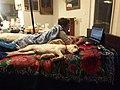 Perro durmiendo en cama.jpg