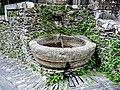 Petite fontaine, au bas de la rue du château.jpg